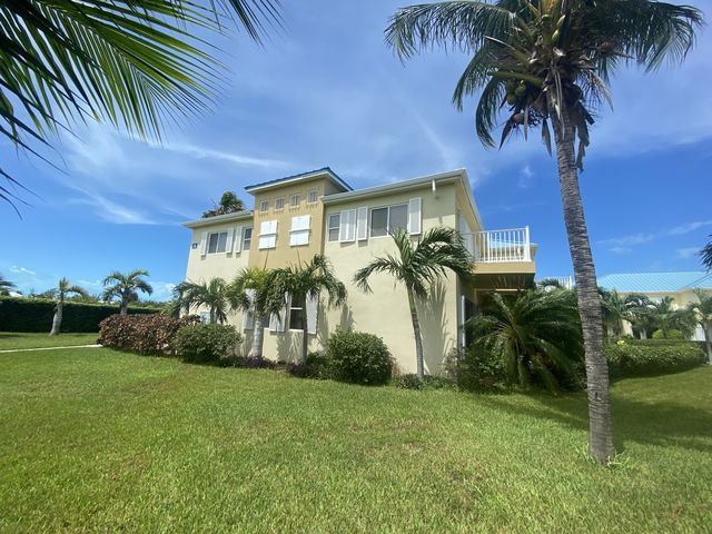 Meticulously kept Luxury Townhome in quiet gated community 5 minute walk to Grace Bay Beach/Pristine Pool and Gardens - Condo - Apartment